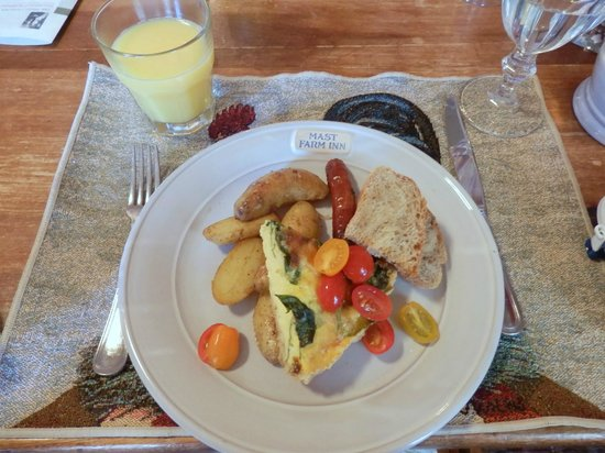 The Mast Farm Inn : Breakfast is served