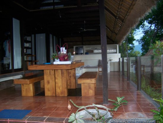 Bloo Lagoon Village: Patio and sitting area in villa 1B