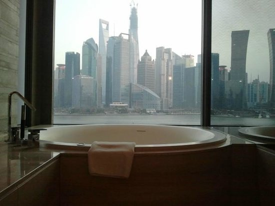 Banyan Tree Shanghai On The Bund: bathtube in my room