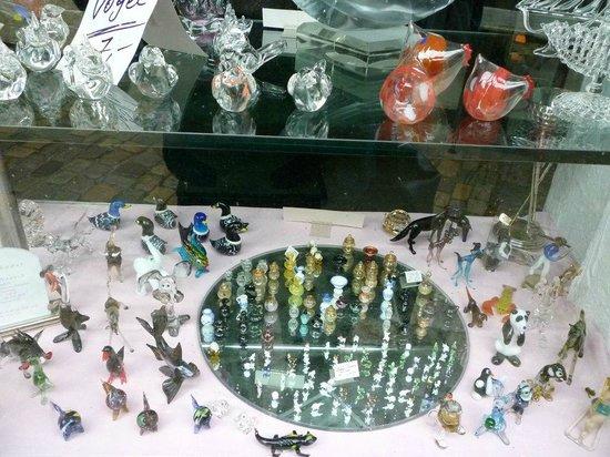 Handwerkerhof: ショウウインドウの一例。ガラス細工の工房兼店舗の展示状況