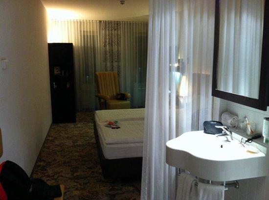 ARCOTEL Camino: Waschbecken mitten im Zimmer