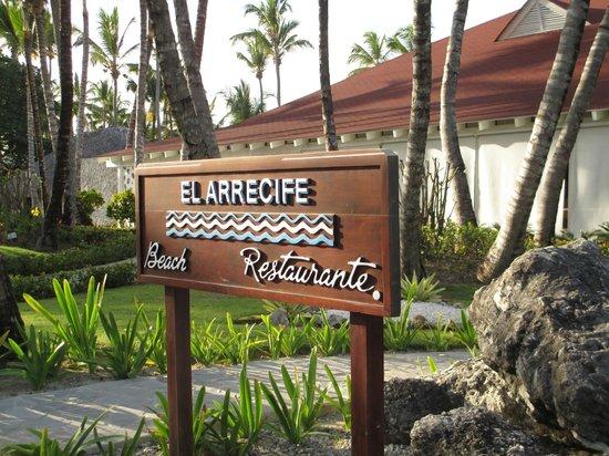 Grand Palladium Bavaro Suites Resort & Spa : Restaurante del almuerzo al lado de la playa