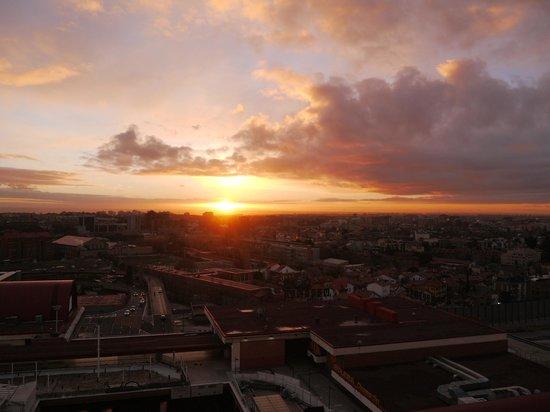 Weare Chamartín Hotel: 部屋から見た朝日