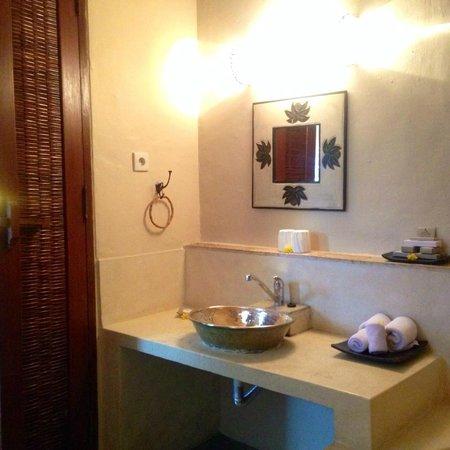 Junjungan Ubud Hotel and Spa : 洗面台