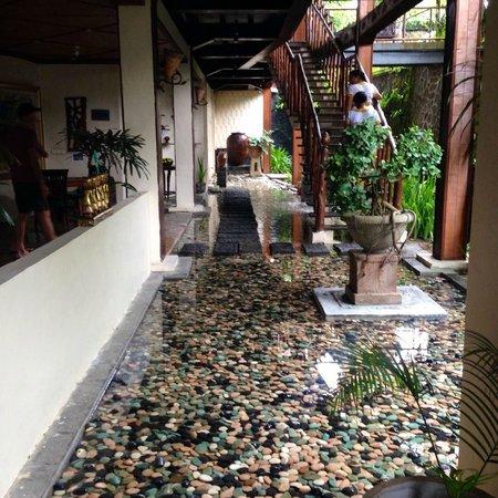 Junjungan Ubud Hotel and Spa: レストラン入り口
