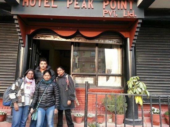 Peak Point Hotel: with davendra