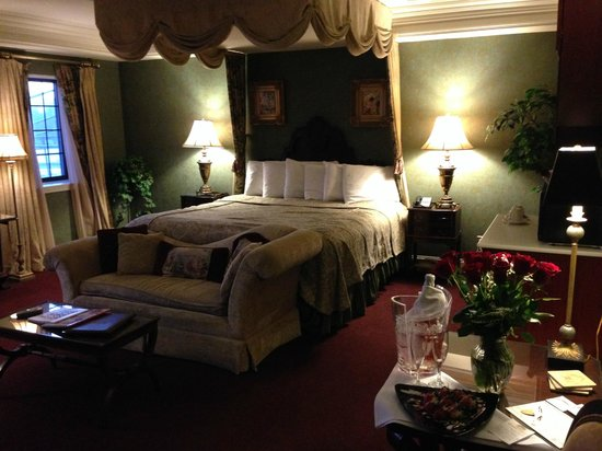 The Red Coach Inn Historic Bed and Breakfast Hotel: Sheffield Suite