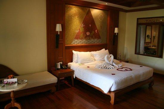 Amari Vogue Krabi: Decorated Bed