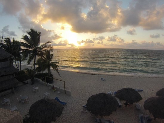 Villas DeRosa Beach Resort : Villas De Rosa Sunrise