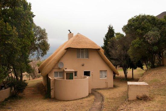Hlalanathi Drakensberg Resort: Chalet (front)
