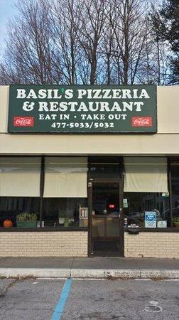 Basils Pizzeria and Restaurant: Basil's pizzeria