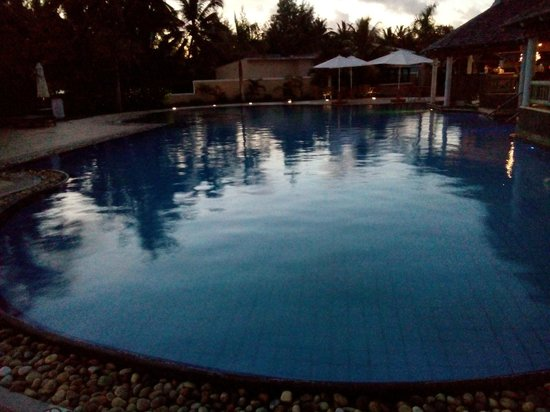 Jalsa Beach Hotel and Spa: Pool Side