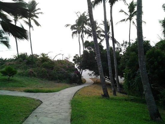Leisure Lodge Beach and Golf Resort: The beach path