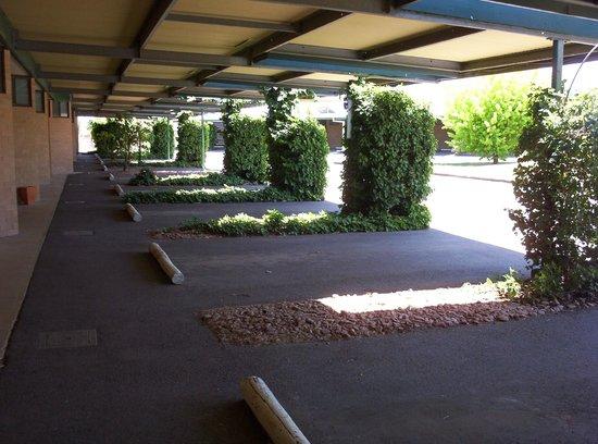 Barossa Motor Lodge: Undercover parking