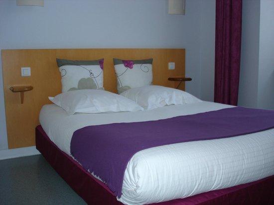 Hotel Du Cheval Blanc: Chambre aux rêves mauves