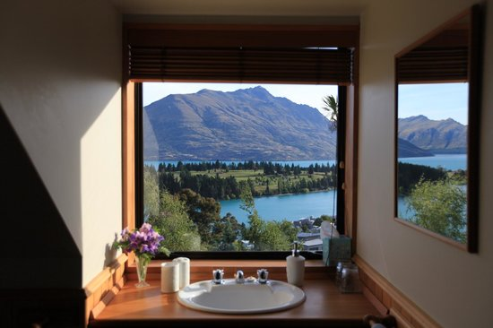 Kemnay: even bathroom has a good view