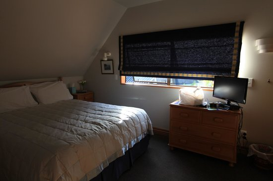 Kemnay: double room with a queen bed
