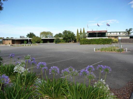 Barossa Motor Lodge: Carpark
