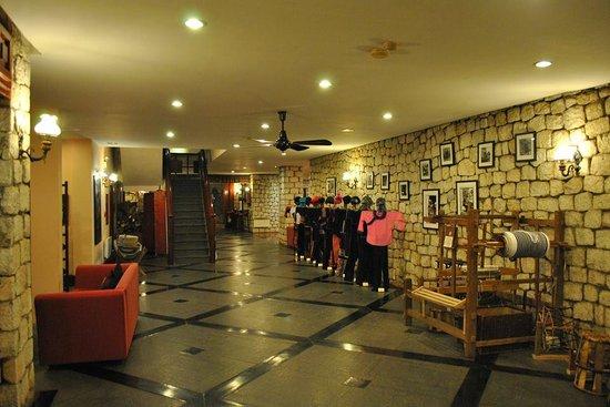 Victoria Sapa Resort and Spa : Front Desk