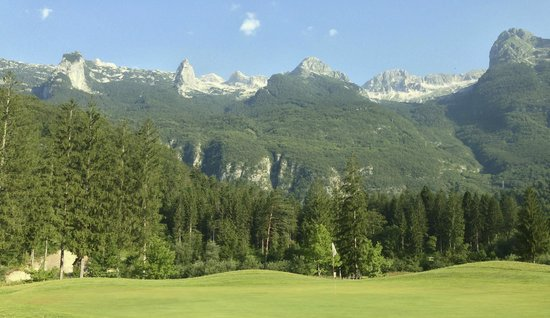 Golf Club Bovec : Hole no 9 with the Kanin  in the back
