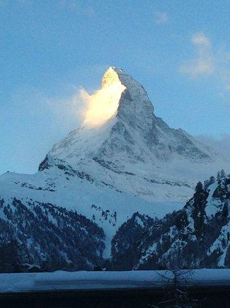 Hotel Dufour Alpin Zermatt : Morgens vom Balkon.