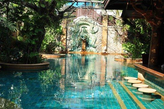 The Baray Villa: pool