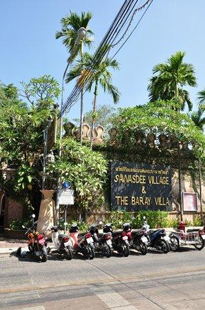 The Baray Villa: outside the villas