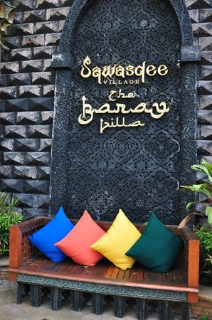 The Baray Villa : entrance to hotel