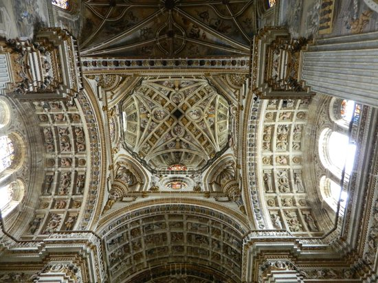 Saint Jerome Monastery: Stunning detail on the ceiling of the transept