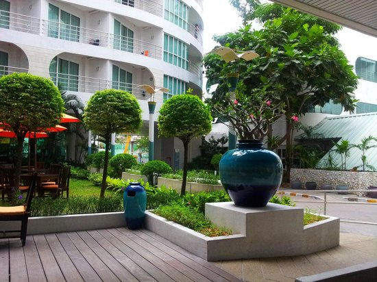 A-One The Royal Cruise Hotel: Территория улобби Нью Винг