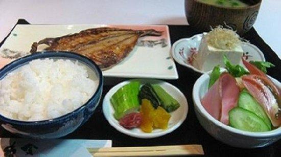 Ueno Touganeya Hotel: Breakfast (Traditional Japanese style set mune)