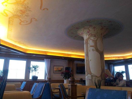 Hotel Medil Campitello: Бар