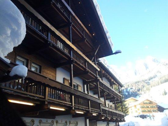 Hotel Medil Campitello: Вход