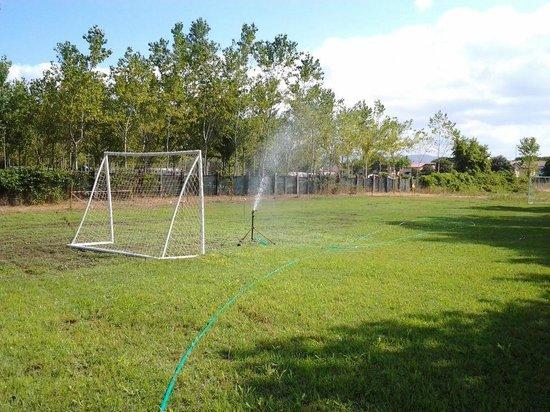 Villaggio dei Tigli: Campo da calcetto, volley e tiro con l'arco