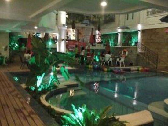 Holiday Villa Nataya Sihanoukville : Restaurant Near by the pool