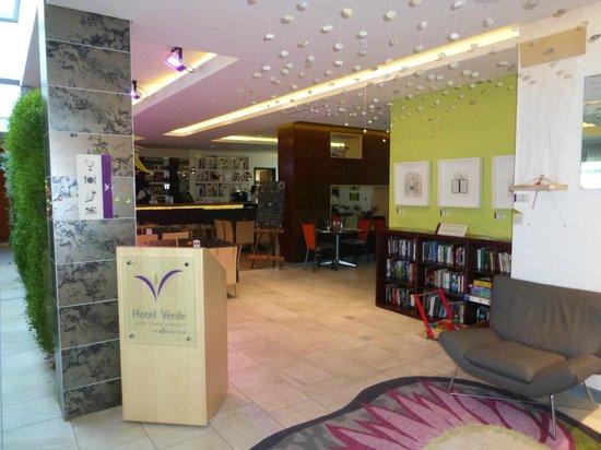 Hotel Verde Cape Town International Airport : Eingang zu Bar und Restaurant