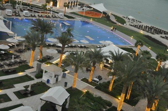 The Ritz-Carlton Abu Dhabi, Grand Canal: Pool Aera