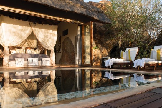 Madikwe Hills Private Game Lodge : View of Pool and Bedroom