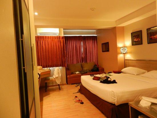 Bangkok Loft Inn: our room