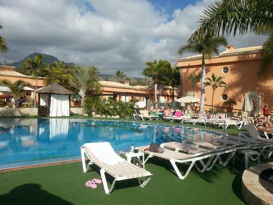 Green Garden Resort & Suites: beautiful swimming pool area