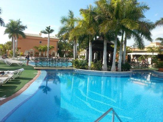 Green Garden Resort & Suites: beautiful and peaceful pool area