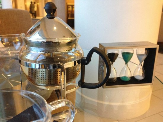 Staybridge Suites London-Stratford City: Proper Tea with a timer