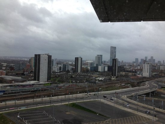 Staybridge Suites London-Stratford City: View of London from my suite (grey day)