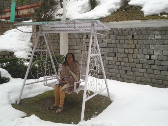 Manuallaya -The Resort Spa in the Himalayas: Swing in the garden