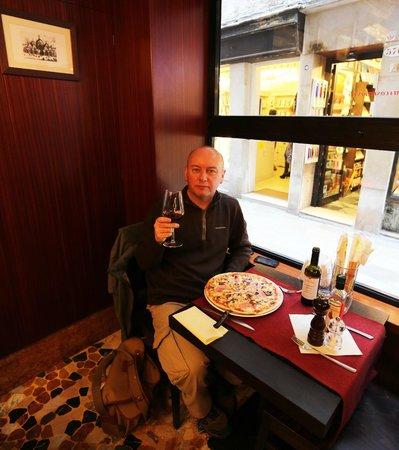 La Serenissima : Lunchtime pizza and wine