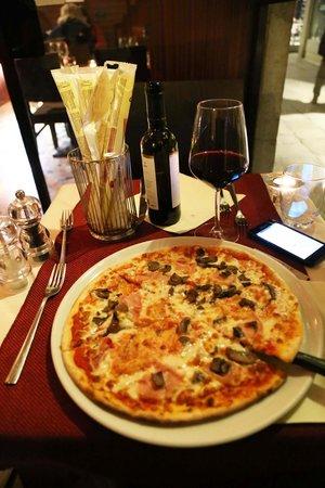 La Serenissima : Evening pizza and wine