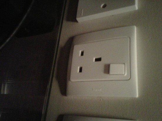 Cove Rotana Resort Ras Al Khaimah : Socket unusable as too close to desk for wire!