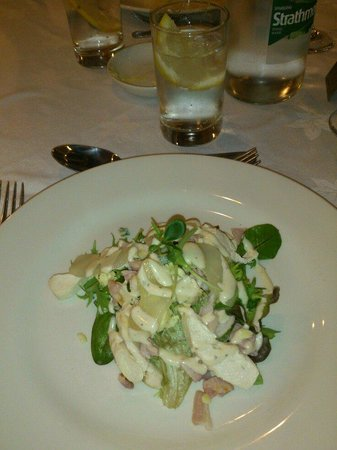 The Pines Hotel: Chicken with bacon, pear and blue cheese