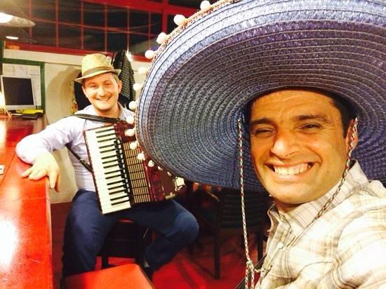 Serendiville: Los Locos   - Live