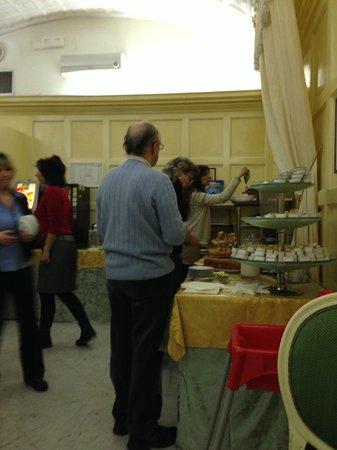 Hotel Virgilio: Buffet desayuno